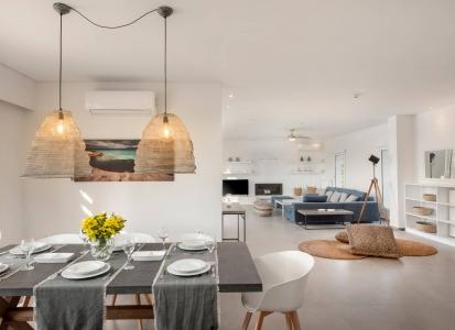 Sitting Areas & Kitchen
